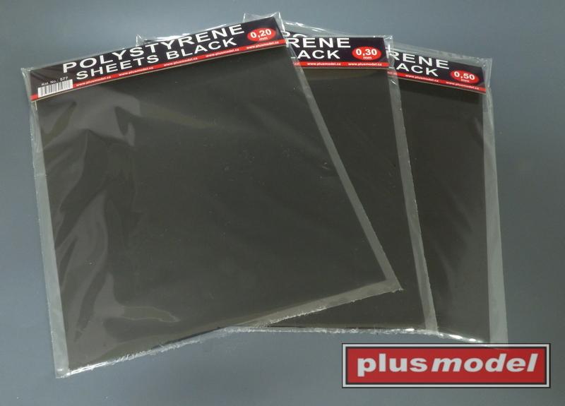 Plastikové destičky černé 0,3 mm velké