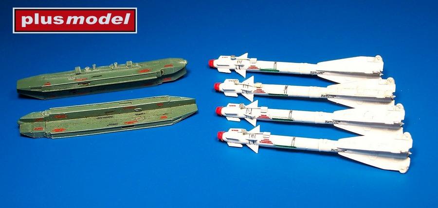 Ruská raketa R-60 s dvojitým závěsníkem