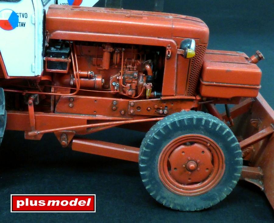 Sovětský traktor-bagr Bělorus-3