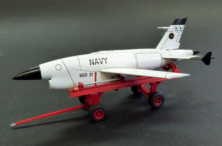 BQM-34 Firebee s transportním vozíkem-3